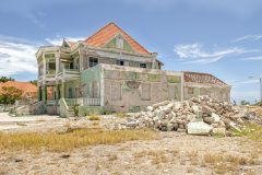 Loppies-Abandoned_Curacao-9